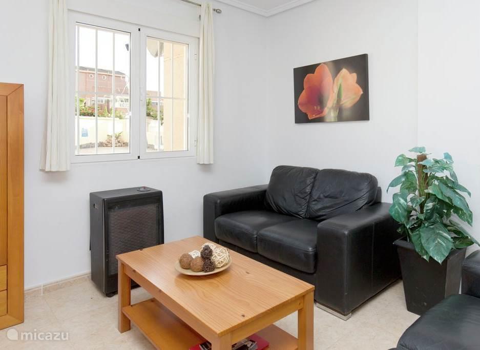 De woonkamer is luxe ingericht met satelliet tv. Natuurlijk heeft u toegang tot internet middels wifi