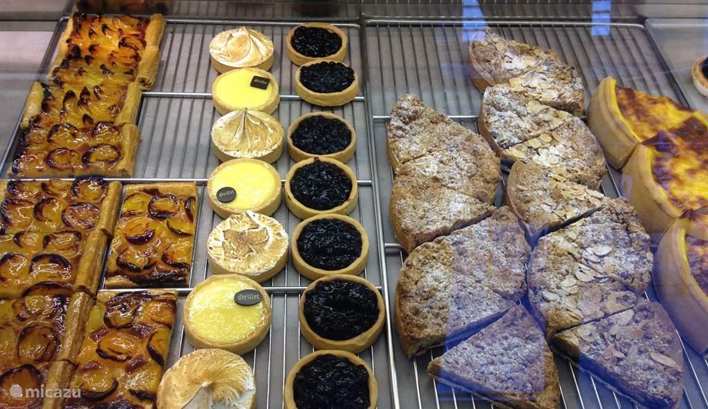 Bij de bakker om de hoek zijn, naast verse baguettes, de heerlijkste taartjes te vinden.