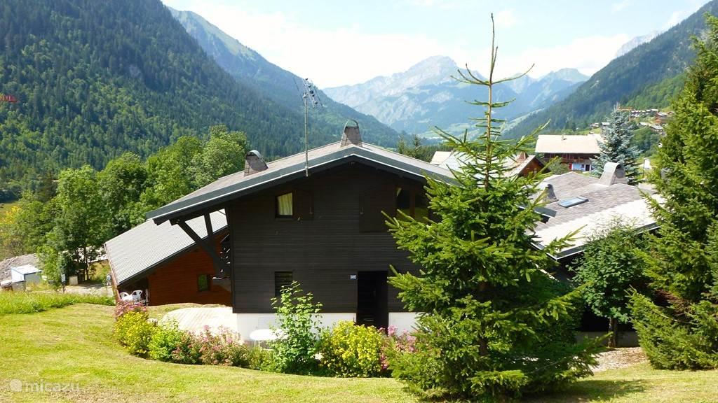 Voldoende terrassen en een groot balkon om van de Alpenzon te kunnen genieten