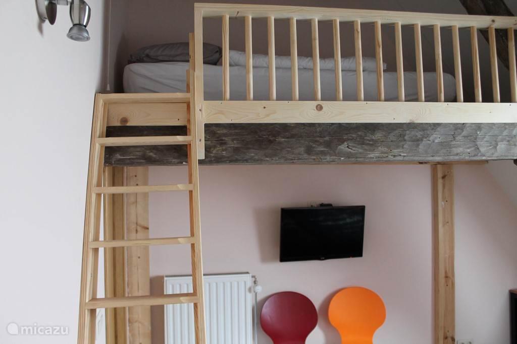 Trapje naar boven en 7de bed