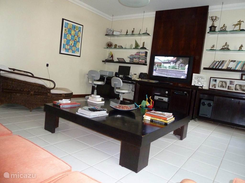 On the first floor is situated a cozy TV room (flat screen). In this room is a possibility to use an extra bed.