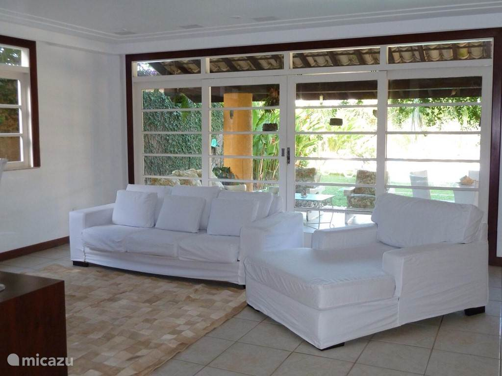 Here you can see the cozy sitting area from a different position. From the living room you also have a nice view of the veranda, garden and pool.