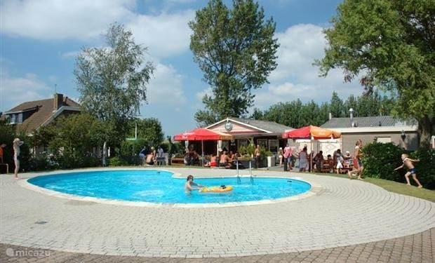 Het zwembad op de camping; open bij mooi weer juni t/m augustus
