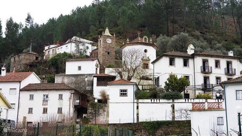 Benfeita, prachtig gelegen tegen de hellingen van de Serra do Açor.