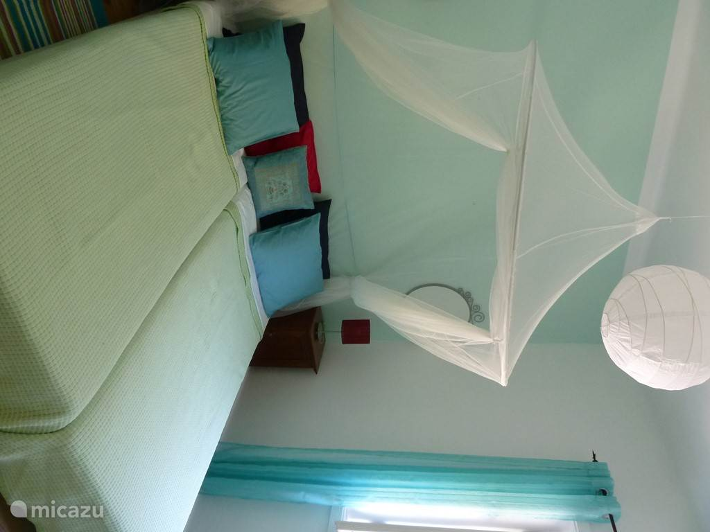 De 2e slaapkamer met 2 éénpersoonsbedden.