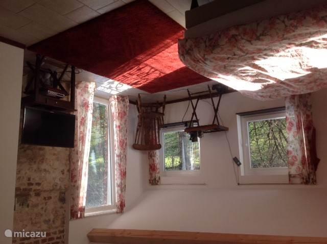 The masterbedroom: 40 vierkante meter, open badkamer.