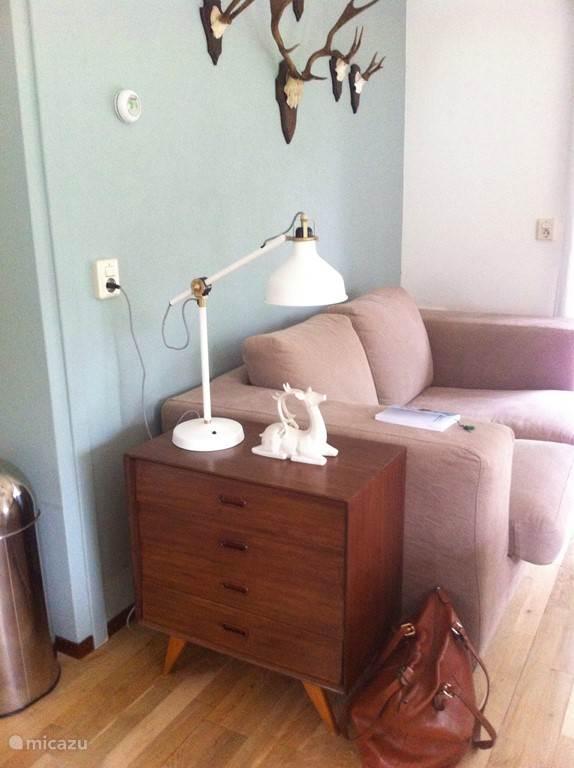 3-zits loungebank met vintage kastje