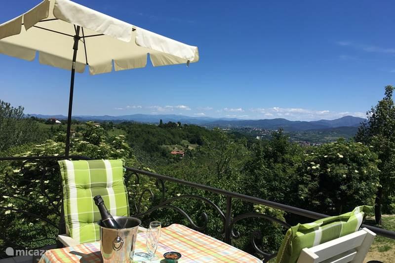 Vakantiehuis Italië, Piëmont, Ovada Appartement Casa Caroline: 1e verd.+ ruim balkon