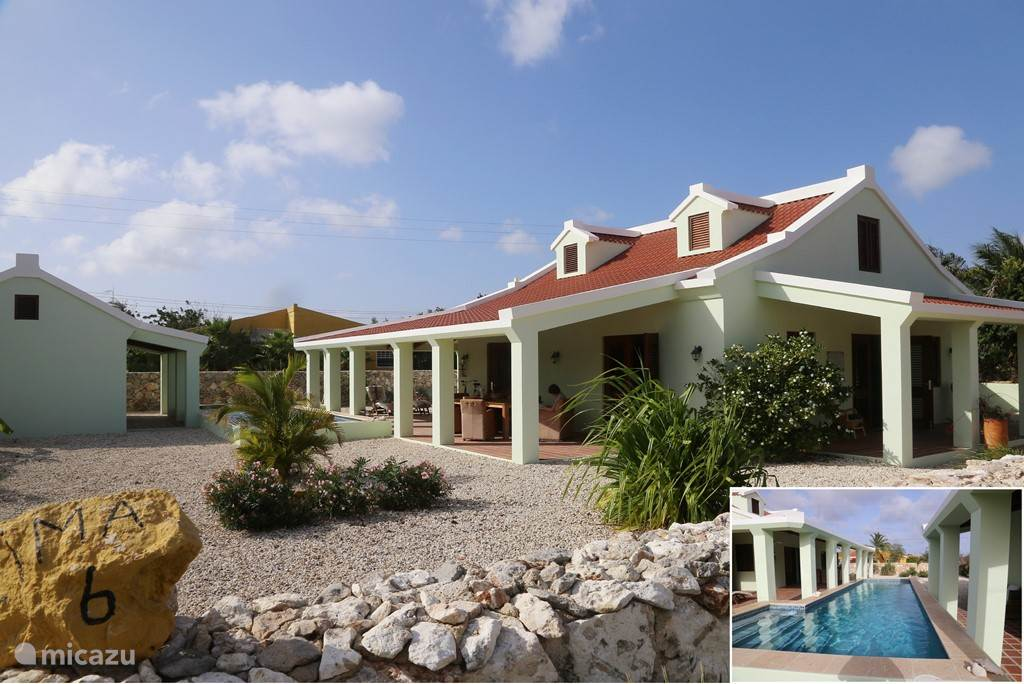 Great, authentic walls shielded tropical garden, main residence, studio and large private pool.