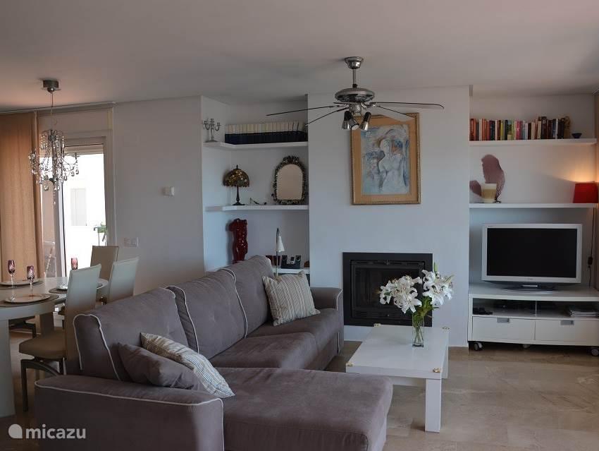 lounge area ook heerlijk in de winter met open haard!