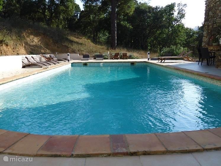 Zwembad verwarmd