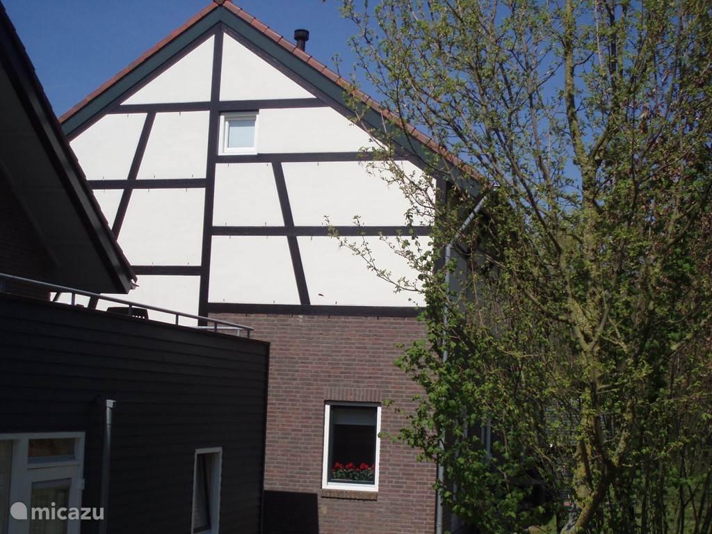 De zijkant van het huis