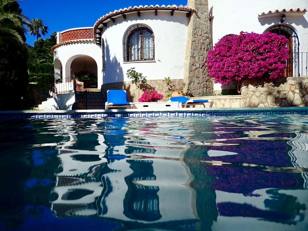 Twee weken aan de Costa Blanca (van 28 aug tot 12 sept) voor € 1500 in een Spaanse villa met 1001-nacht tuin. Zwemmen onder de verlichte palmen!
