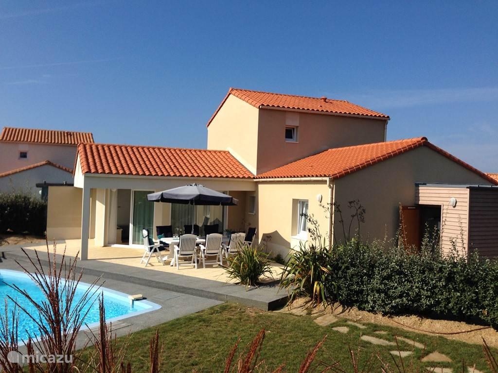 Villa 26, beschutte tuin met 2 heerlijke terrassen, privé zwembad en eigen jeu de boules baan