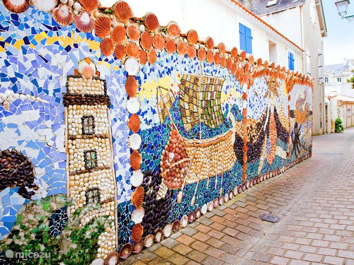Gezellige dorpjes met prachtige muurdecoraties van schelpen