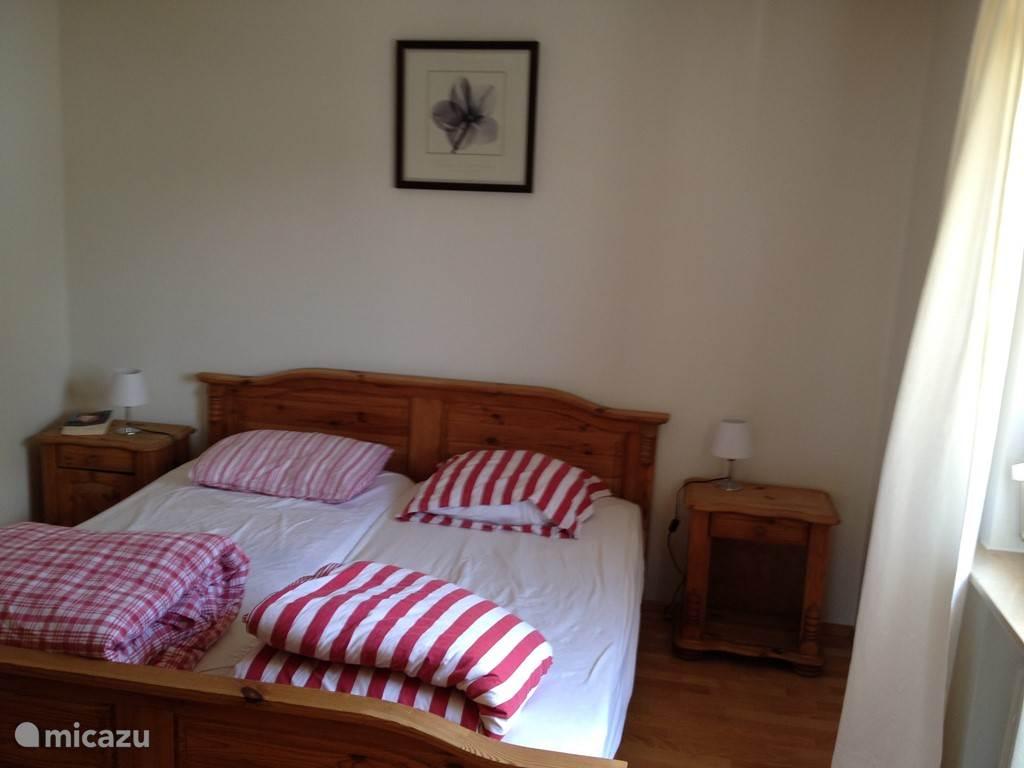 Schlafzimmer mit geräumige 2p Bett (160x200)