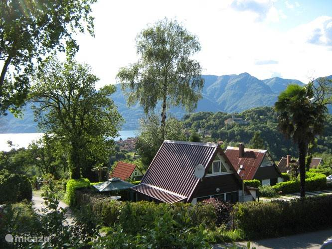 Vacation rental Italy, Italian Lakes, Brezzo di Bedero bungalow Villagio Inglese D09