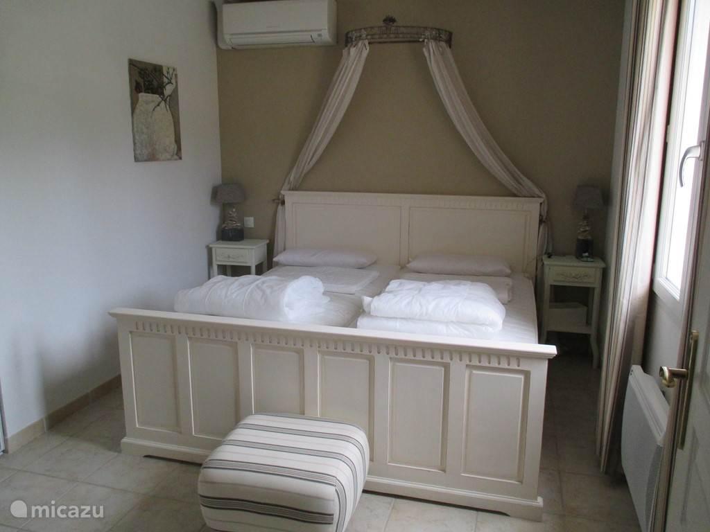 Slaapkamer 1 met airco.