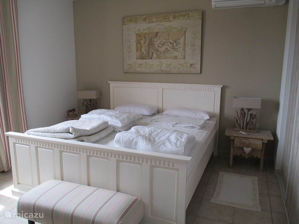 Slaapkamer 2 met airco en kluis.