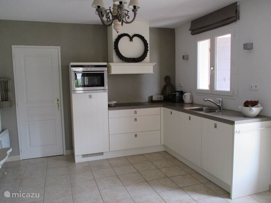 Luxurious and fully equipped kitchen.