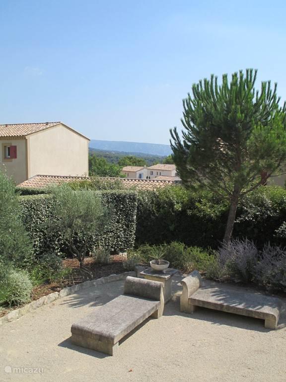 Uitzicht over de Luberon vanaf het terras