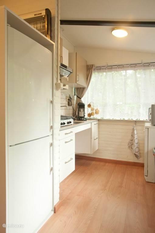 eenvoudige keuken maar met alle apparatuur. Zie beschrijving.