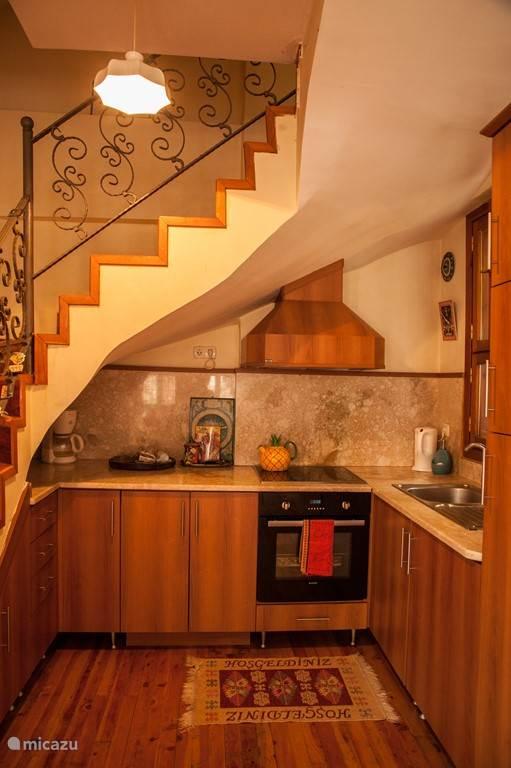 Een gezellig keukentje waar je lekker zelf kunt koken uit het Turks receptenboek als je niet gaat uiteten