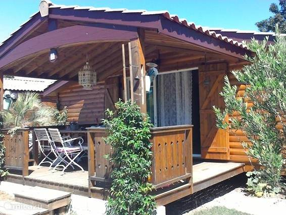 Vacation rental France, Charente-Maritime, Pons chalet Attractively spacious chalet SW France