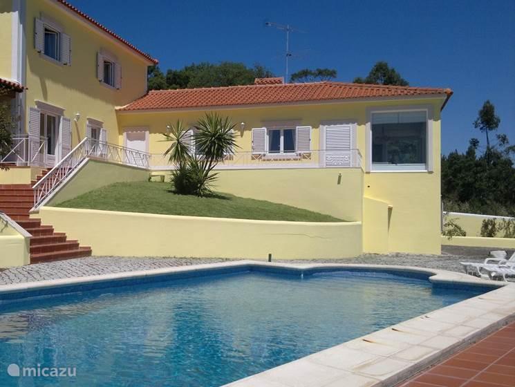 achterkant van het huis met zwembad en uitzicht
