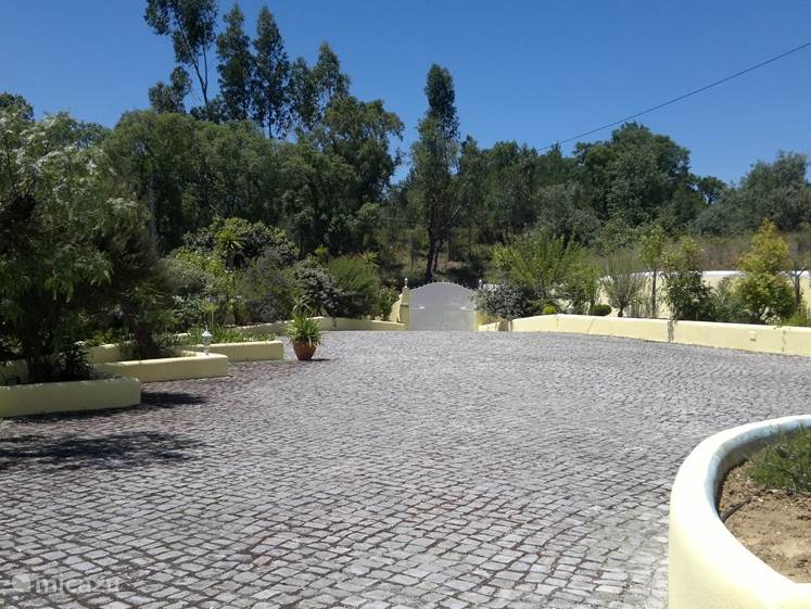 tuin voorkant huis