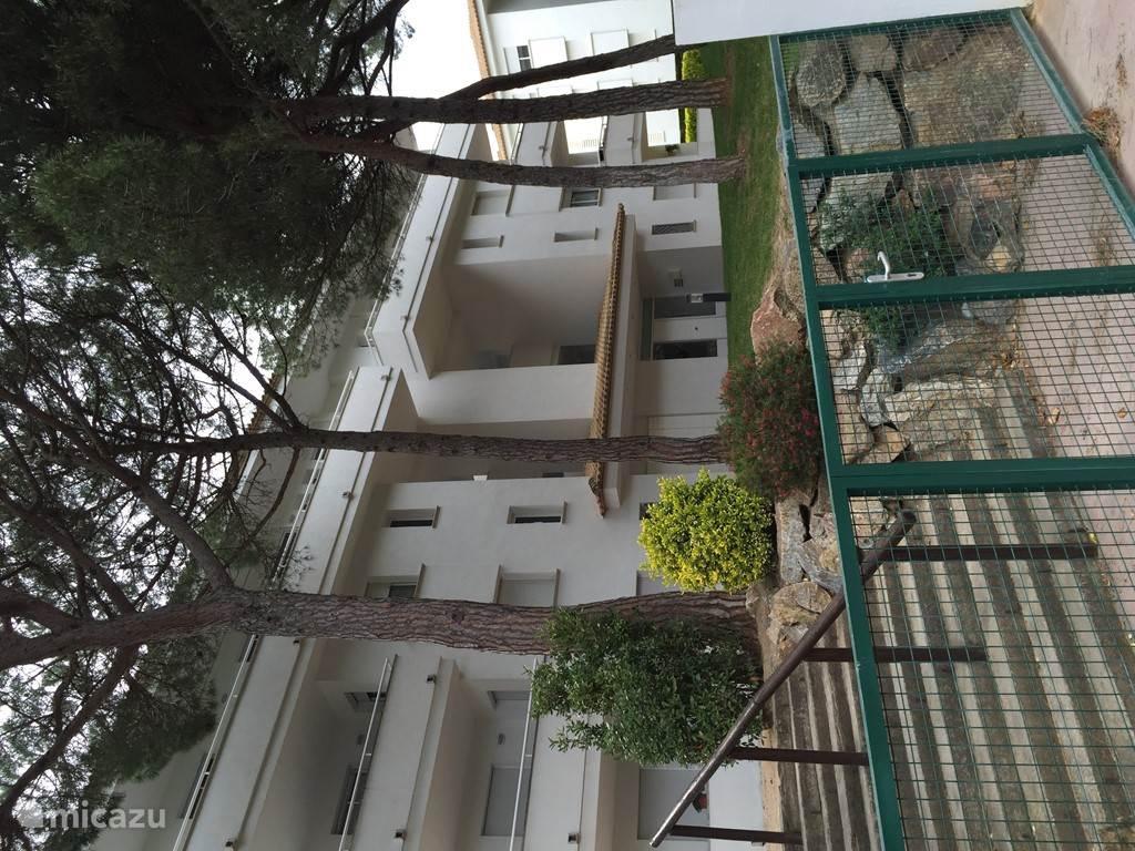 Vooraanzicht appartementscomplex Green Mar 2
