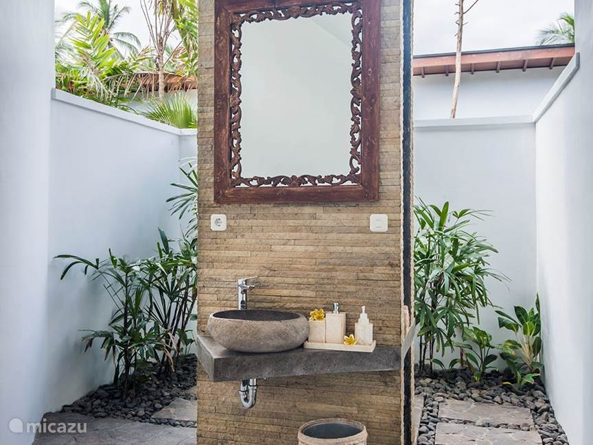 1 and 3 bathroom villa