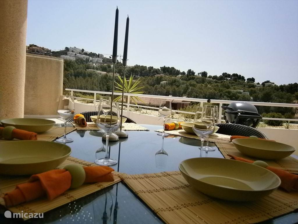 Open air dining with BBQ & stunning views