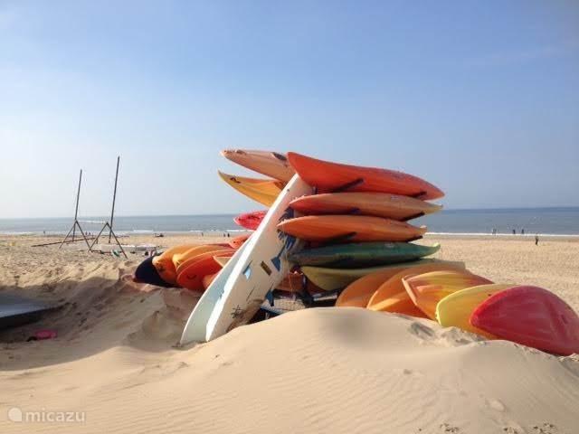 Brandingkano's en surfboards te huur.