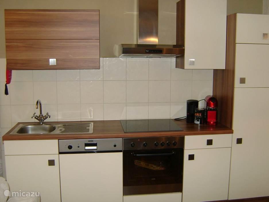 Keuken en woongedeelte apart