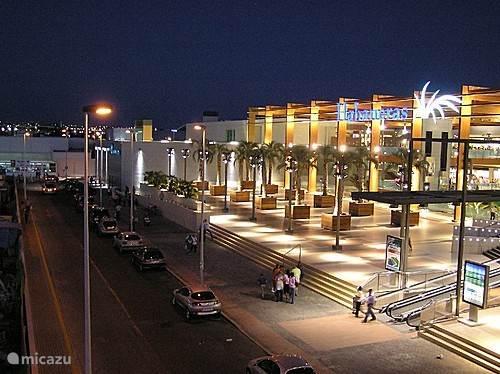 Voor de echte ''shopping'' ervaring kunt u terecht op de Zenia Boulevard, één van de grootste winkelcentra in Europa.