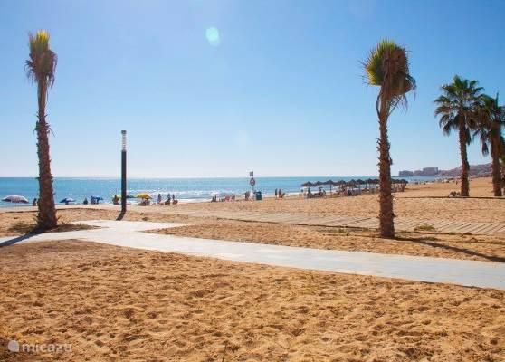 Het indrukwekkende strand La Mata Beach bevindt zich op slechts 1,5 kilometer hemelsbreed vanaf uw vakantielocatie.