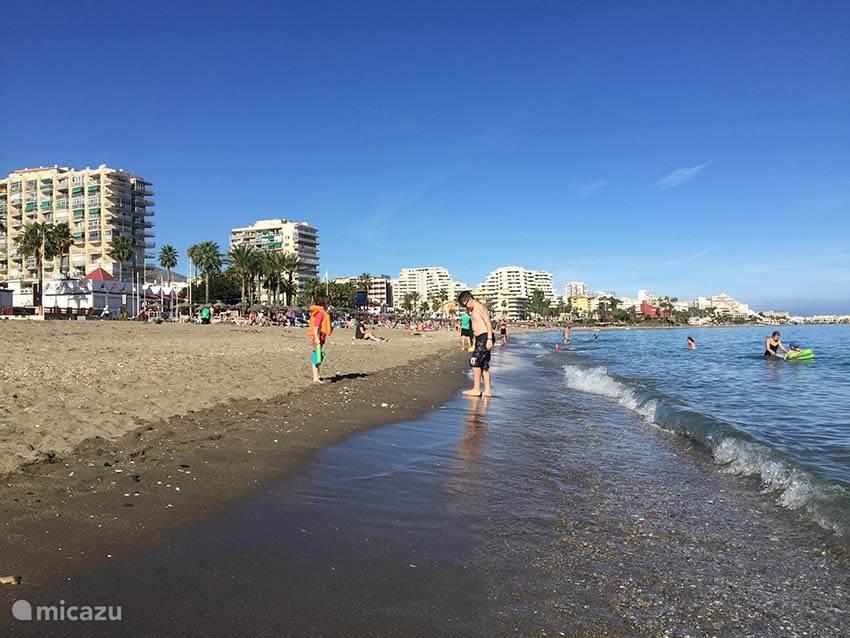 Strand, strand en nog eens strand, zover je kunt kijken en lopen