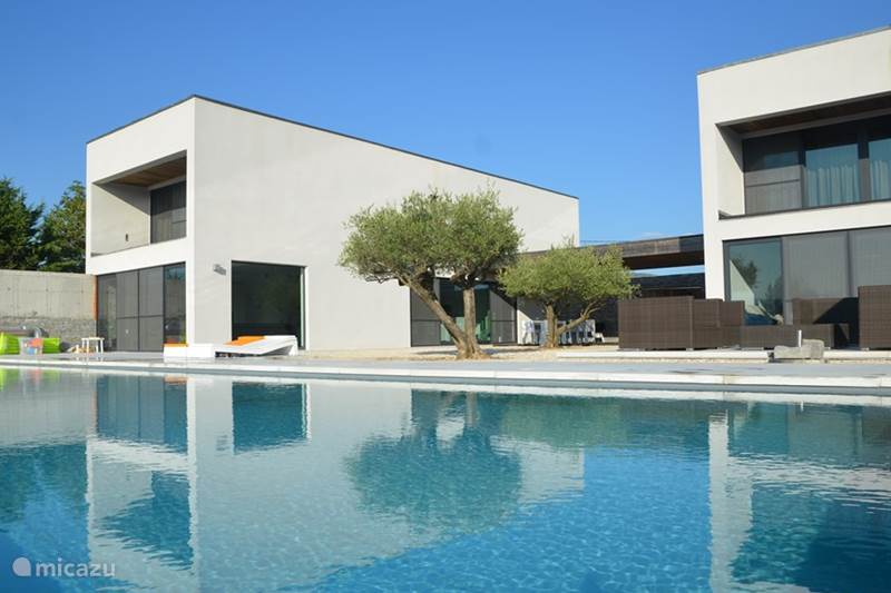 Villa super moderne haus in ard che in beaulieu ard che for Modern house 80m2
