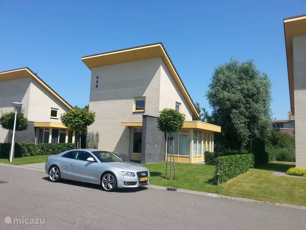 Luxe vakantiehuis voor 4 tot 5 personen net buiten het Friese dorp Koudum.