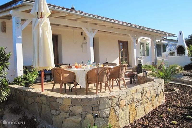 ferienhaus maya villa algarve in s o br s de alportel algarve portugal mieten micazu. Black Bedroom Furniture Sets. Home Design Ideas