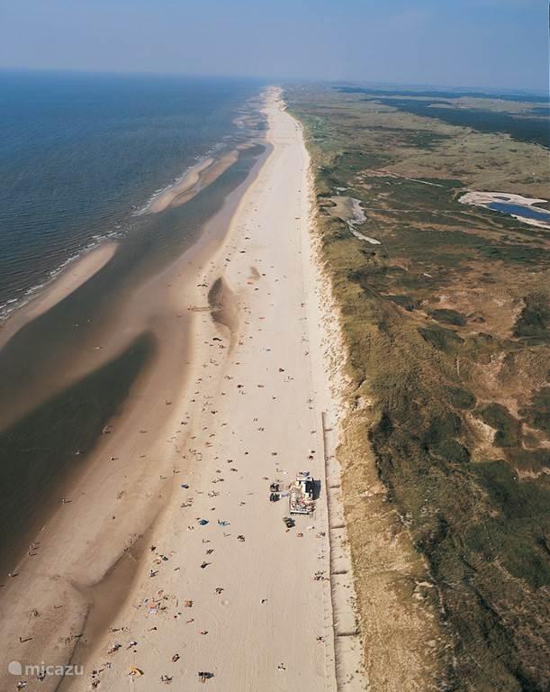 Egmond aan Zee heeft 23 km zandstrand en aan de rechterkant 23 km duin- en wandelgebied. Ook zijn er in het duingebied honderden km's fietspaden.