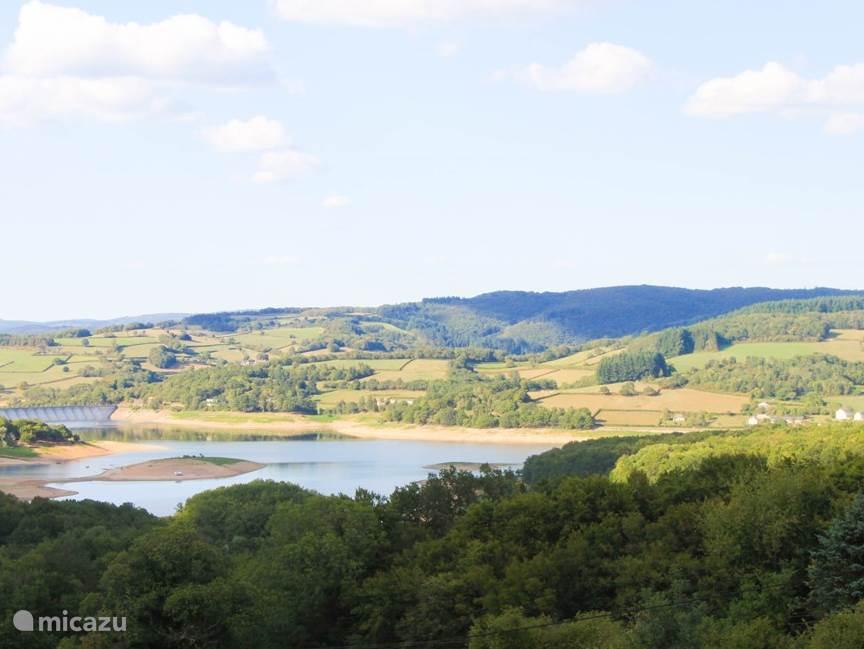 uitzicht over het meer Lac de Panneciere
