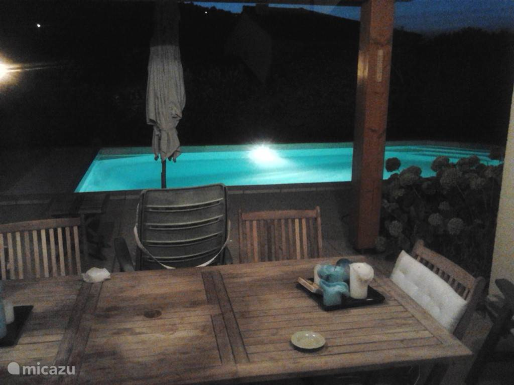 Swimmingpool by night.....