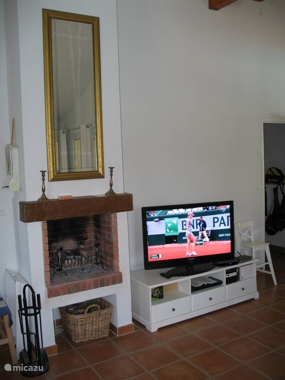 In the villa there is a large TV with all major Dutch and Belgian channels. CD-DVD player is also provided.