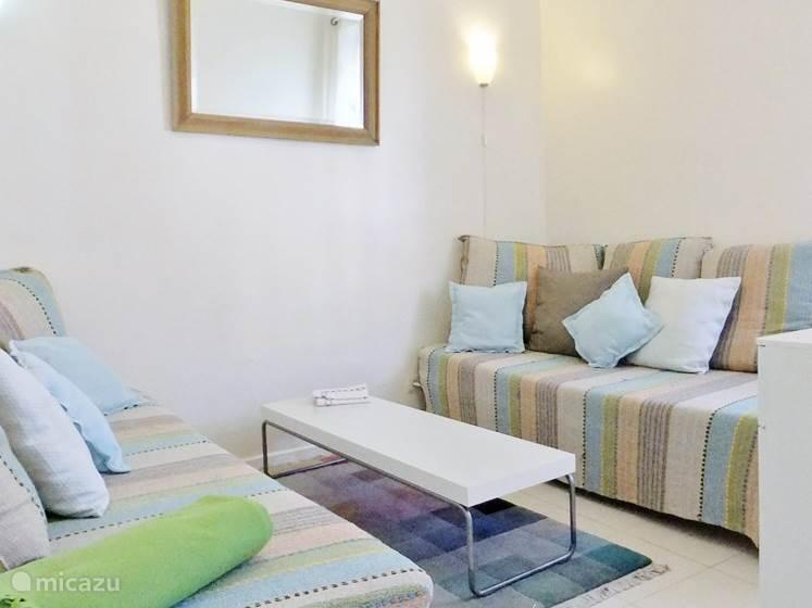 Met 2 echte bedden, de lounge wordt uw derde slaapkamer als het nodig is.