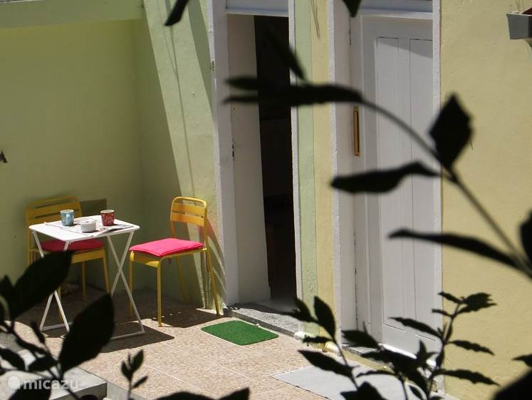 patio en ingang Casa Moderna