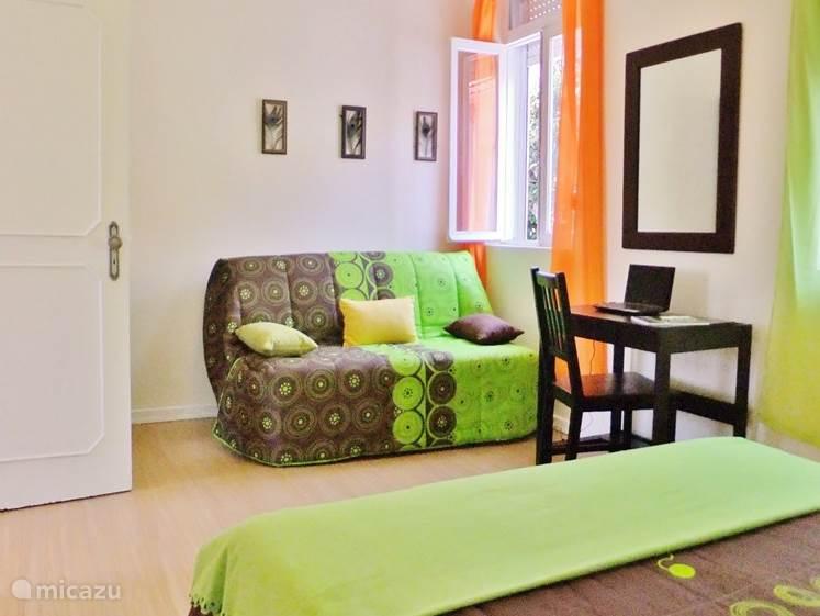 grote slaapkamer op erste etage met sofa bed
