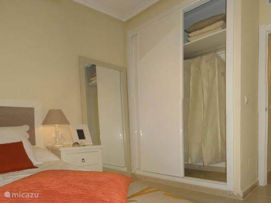De 2e slaapkamer, ook met inbouwkast.