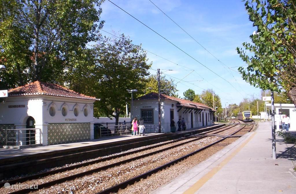 neem de trein naar Porto voor maar 1Euro 40 cents.